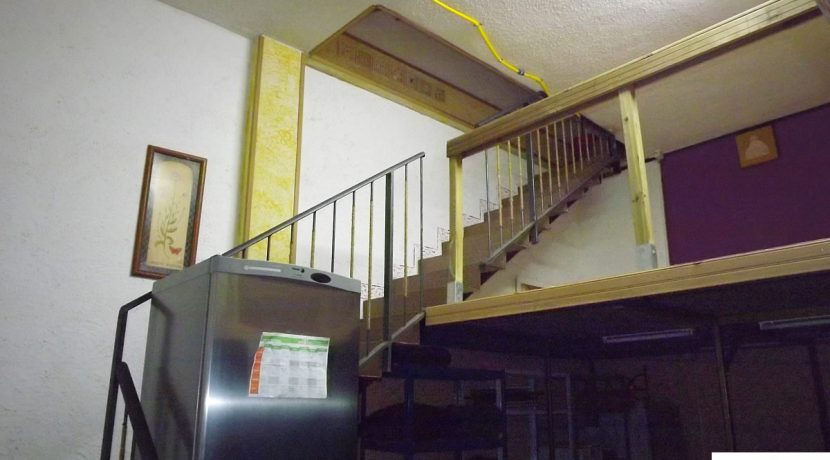 sotano-escalera