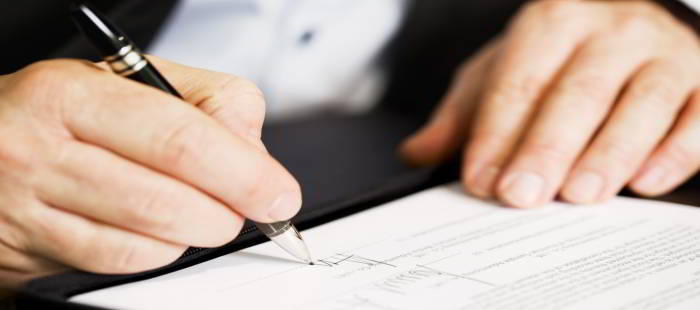 firma-contrato-encargo-venta-inmueble