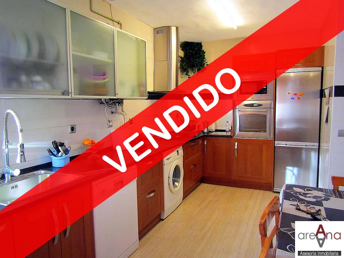 Piso amplio de 3 habitaciones, en la Rochapea (Pamplona)